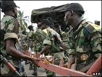 Ivory Coast's soldiers removes steel blocks at the entrance of the buffer zone in Tiebissou