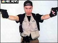 Кадр из посылки, отправленной Чо Сен Хи  в адрес NBC (NBC News)