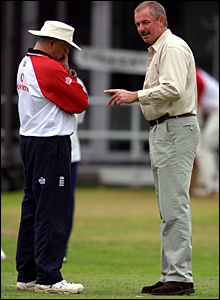 Duncan Fletcher (left) talks with chairman of selectors David Graveney during England's Ashes defeat in 2001