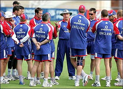 Duncan Fletcher talks to the England team during the Ashes series in 2005