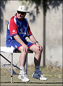 Duncan Fletcher looks on in Pakistan