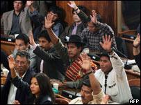 Congreso de Bolivia aprueba contratos