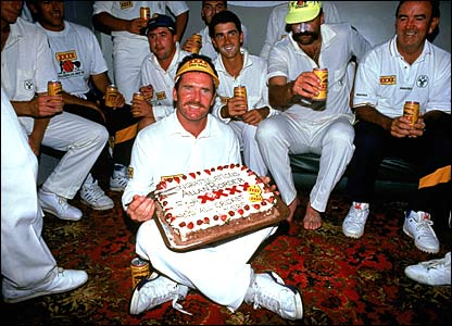 Allan Border celebrates becoming the game's leading test run scorer in New Zealand in 1993