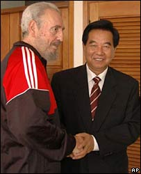 Fidel Castro (left) meeting a Chinese delegation in Havana