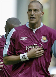 Zamora celebrates an important goal for West Ham