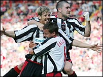 Jon Stead (left) celebrates his equaliser with Phil Jagielka (centre) and Nick Montgomery