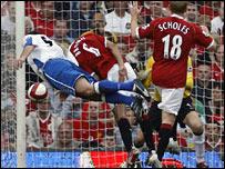 Mark Viduka scores for Middlesbrough