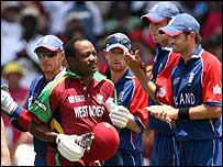 The England team applauded Lara as he arrived at the crease