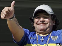 Diego Maradona gives his thumb up to fans at La Bombonera stadium, 18 March, 2007