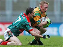 Donegal's Brian Roper (right) and Mayo's Peadar Gardiner