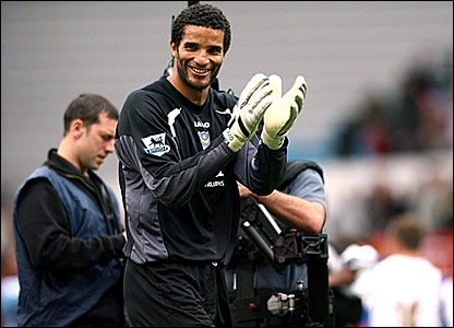 Portsmouth keeper David James acknowledges the crowd after breaking David Seaman's Premiership clean sheets record