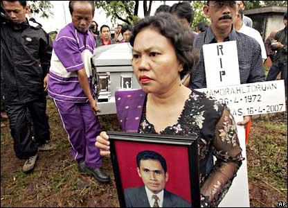 Mourners at the burial of Indonesian graduate student Partahi Lumbantoruan in Indonesia