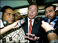 Richard Ness, centre, speaks to journalists after his trial in Menado on 24 April 2007