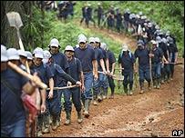 Erradicadores manuales de coca cerca a frontera colombiana con Ecuador
