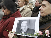 Mourners with portrait of Yeltsin outside Christ the Saviour Cathedral
