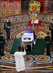 A clergyman conducts a ceremony in front of Mr Yeltsin's coffin