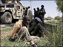 Iraqi soldiers arresting suspects