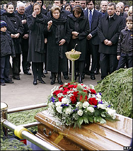 Naina Yeltsin watches as husband Boris is buried