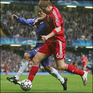 John Arne Riise takes on Chelsea full-back Paulo Ferreira