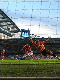 Joe Cole scores for Chelsea against Liverpool