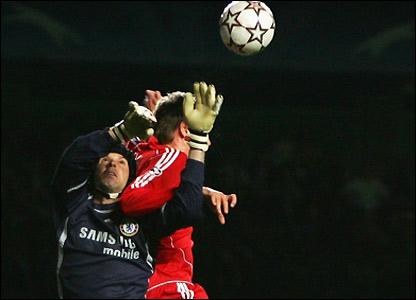 Chelsea keeper Petr Cech denies Peter Crouch