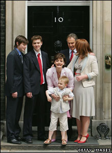 Britain's Prime Minister Tony Blair poses for photographers along with sons Nicky, Euan, wife Cherie, son Leo and daughter Kathryn on the doorstep after returning to 10 Downing Street May 2005