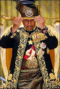 "Sultan Mizan Zainal Abidin lifts a ceremonial 'keris"" (dagger) during the ceremony - 26/04/07"