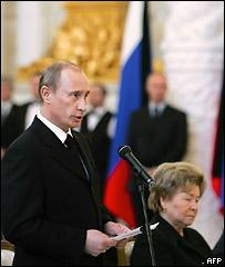 Vladimir Putin junto a la viuda de Boris Yeltsin, Naina.