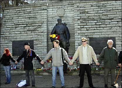 Protesters form a chain around the statue on 22 April 2007