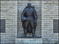 Estatua del soldado ruso