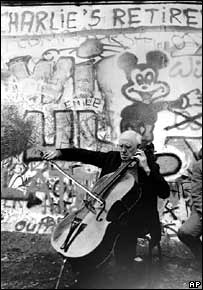 Mstislav Rostropovich plays in front of the Berlin Wall on 11 November 1989