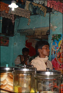 A shop using a solar powered lamp (Image: Selco India)