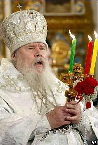 Патриарх Алексий II во время пасхального богослужения 8 апреля 2007 года