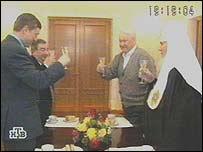 Видеокадр встречи патриарха Алексия II (на фото крайний справа) с президентом Борисом Ельциным и премьер-министром Евгением Примаковым , февраль 1999 года