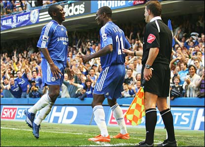 Shaun Wright-Phillips enjoys Salomon Kalou's exuberant celebration after Chelsea go 2-1 up