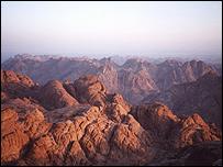 جبال سيناء أثناء الفجر