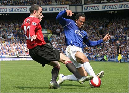 United's John O'Shea grapples for the ball with Joleon Lescott of Everton