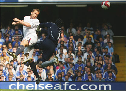 Kevin Davies heads past Petr Cech