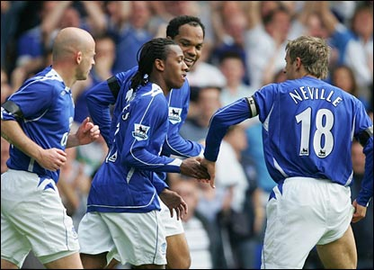 Manuel Fernandes scores Everton's second