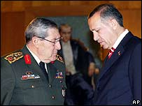 Turkish army chief Gen Yasar Buyukanit (left) meets PM Recep Tayyip Erdogan (archive image)