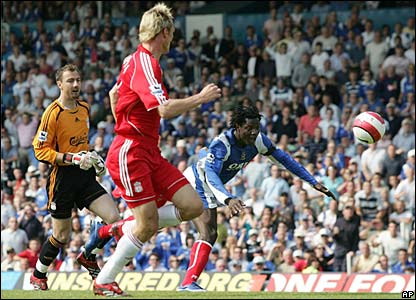 Portsmouth's Benjani (r) heads the ball into the goal as  Jerzy Dudek and Liverpool goalscorer Sami Hyypia look on