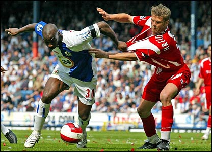 Jason Roberts tussles with own-goalscorer Hermann Hreidarsson