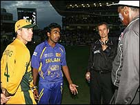 Ricky Ponting, Mahela Jayawardene, Billy Bowden and Steve Bucknor