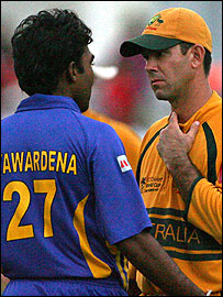 Mahela Jayawardene (L) and Ricky Ponting