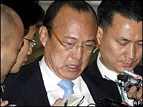 Kim Seung-youn leaves a police station after questioning on 30 April 2007