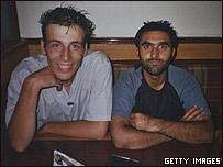 García y Khyam en un hotel en Lahore, Pakistán