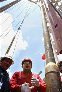 El presidente Hugo Chávez visita una perforación de pretróleo en la Faja del Orinoco
