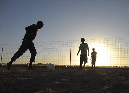 Young Saharawi refugees play football (Copyright: Steve Franck)