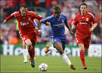 Jamie Carragher and Steve Finnan are left in Kalou's wake