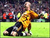 Liverpool goalkeeper Pepe Reina celebrates victory